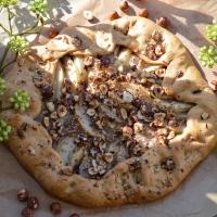 Mes gourmandises #3: Tarte rustique poire - chocolat aux éclats de noisettes (vegan)